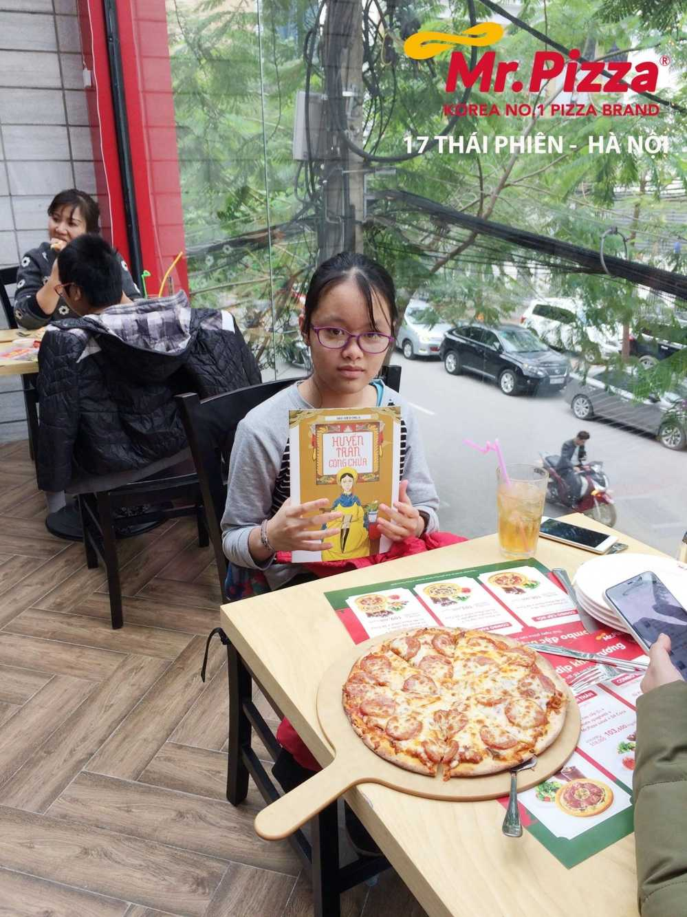 Ong chu Mr. Pizza: Toi muon dong hanh cung tre em ngheo tren con duong hoc thuc hinh anh 3