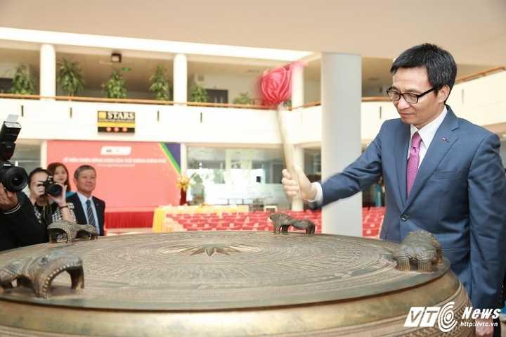Pho Thu tuong Vu Duc Dam: 'Sinh vien phai co khat vong thay doi the gioi' hinh anh 2