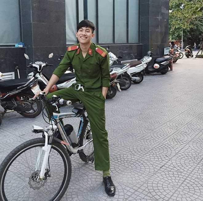 Chang canh sat co dong dep trai nhu sao Han khien bao nu sinh thon thuc hinh anh 3