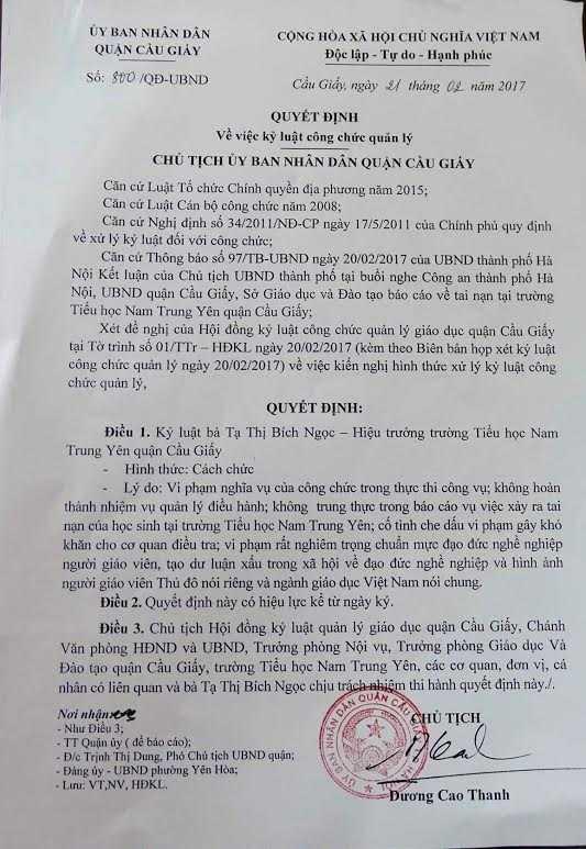 Hieu truong tieu hoc Nam Trung Yen vang mat khi cong bo quyet dinh cach chuc hinh anh 1