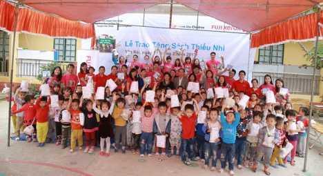 Hon 2.000 hoc sinh ngheo Yen Bai, Quang Nam co thu vien moi hinh anh 2