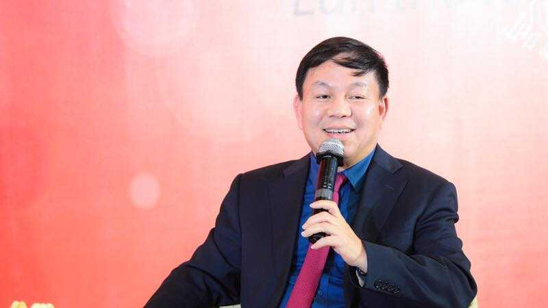 Pho Tong Giam doc Viettel lai gay sot mang xa hoi khi hat 'Noi nay co anh' cua Son Tung hinh anh 1