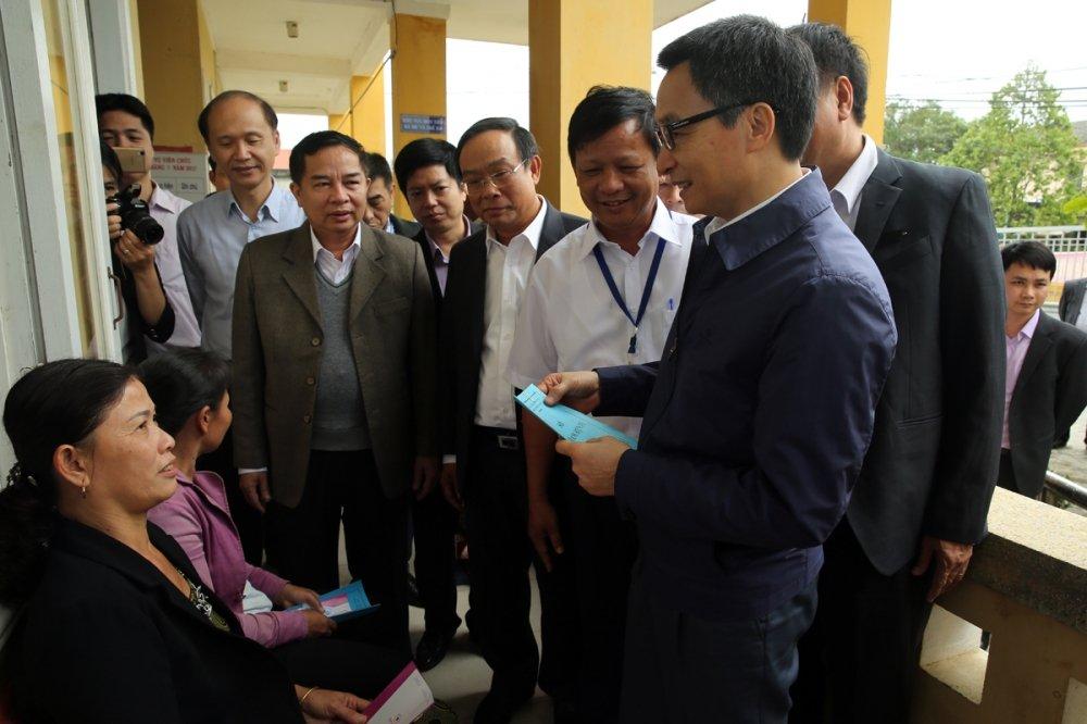 Pho Thu tuong Vu Duc Dam: Nhieu nguoi ngheo di kham thi benh da nang hinh anh 1
