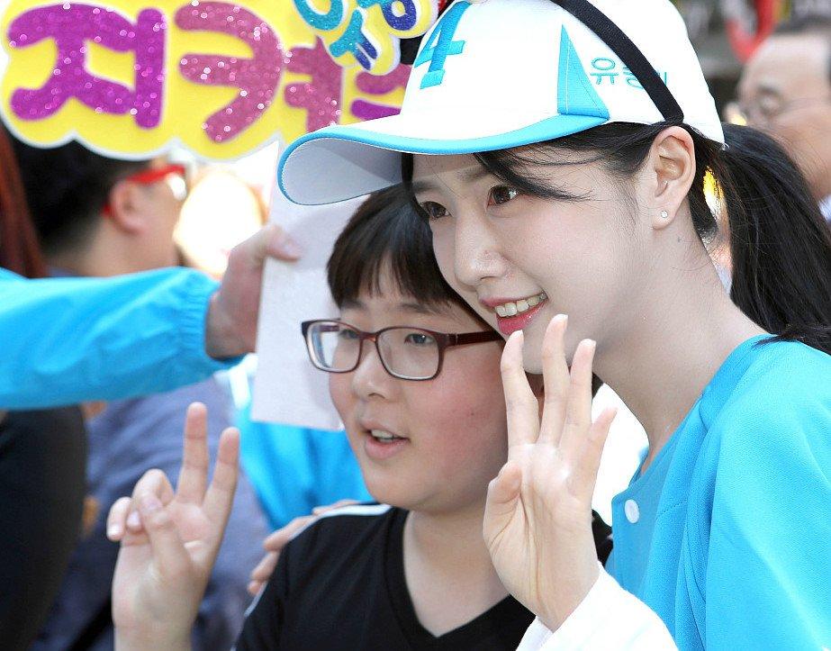 Con gai ung vien tong thong Han Quoc xinh nhu hot girl hinh anh 2