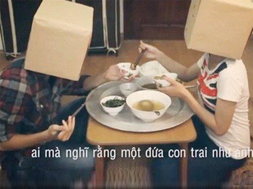 Chang trai doi chia doi 300.000 dong tien moi ban gai ve nha an khien dan mang tranh cai hinh anh 3