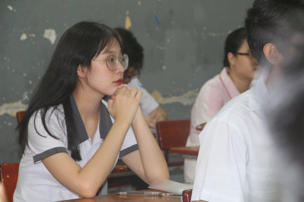 Sang nay, hon 860.000 thi sinh lam bai thi mon Ngu van ky thi THPT Quoc gia 2017 hinh anh 4