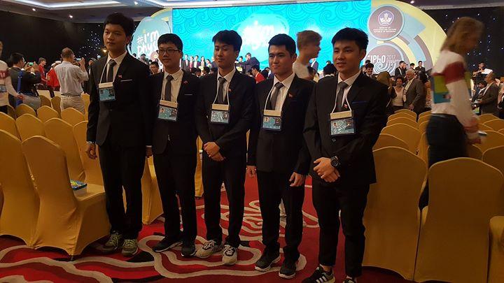 Hoc sinh Viet lap ky luc du thi Olympic quoc te: Bo truong Phung Xuan Nha gui thu khen hinh anh 2