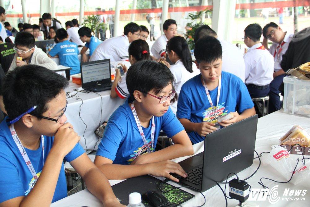 Hoc sinh Ha thanh dai dien Viet Nam thi Robotics Quoc te tai Costa Rica hinh anh 1