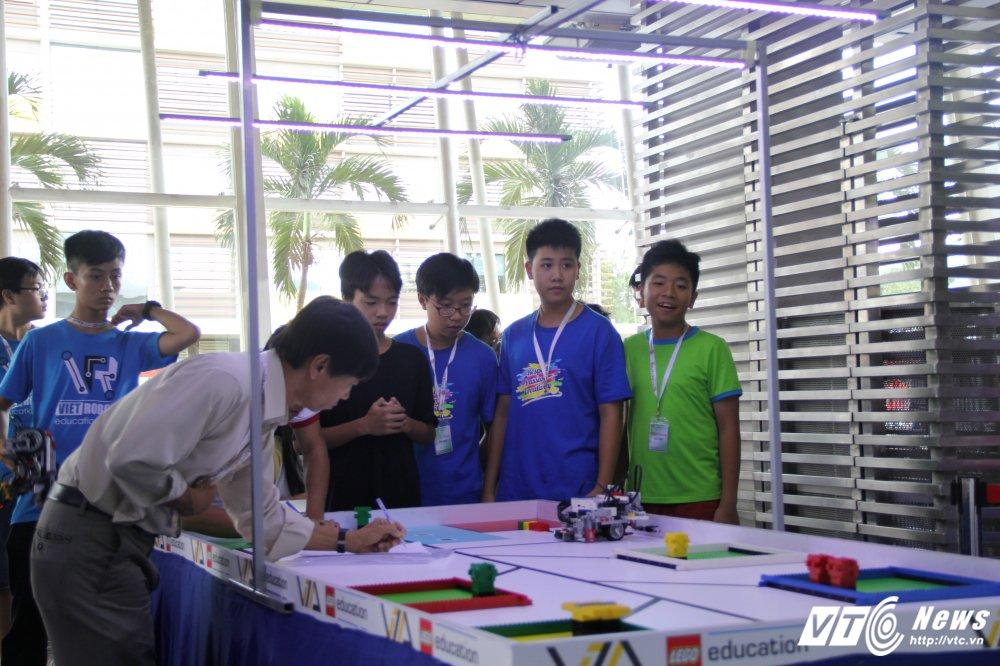 Hoc sinh Ha thanh dai dien Viet Nam thi Robotics Quoc te tai Costa Rica hinh anh 2