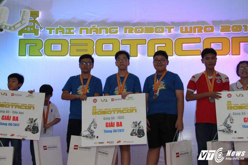 Hoc sinh Ha thanh dai dien Viet Nam thi Robotics Quoc te tai Costa Rica hinh anh 3