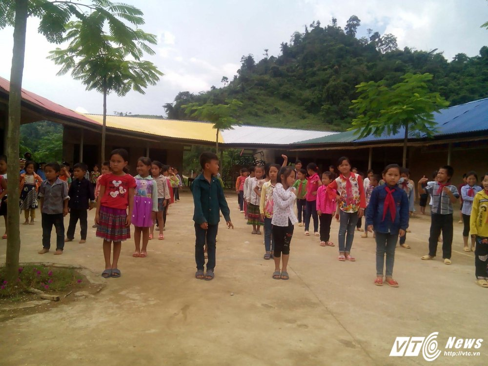 Hieu truong tieu hoc Lung Luong: 'Bia dat truong chi 30 hoc sinh lam thay co qua chanh long' hinh anh 2