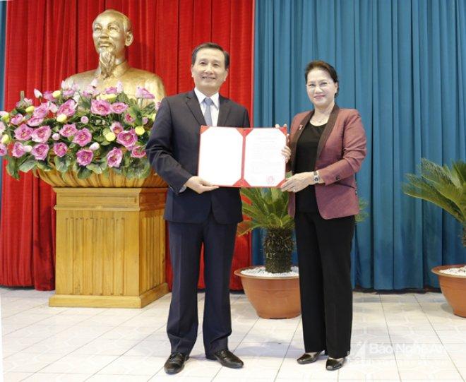 Dièu dọng Phó Bí thu Tỉnh ủy Nghe An va Hau Giang vè Trung uong hinh anh 1