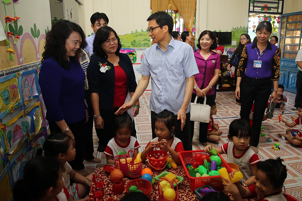 Pho Thu tuong Vu Duc Dam khao sat lop mam non tu thuc o Dong Nai hinh anh 2