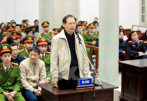 Anh: Toan canh ngay thu 4 phien toa xet xu ong Dinh La Thang va dong pham hinh anh 2