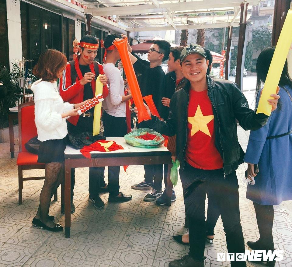 Truc tiep: Sinh vien Ha thanh keo den kin hoi truong co vu U23 Viet Nam hinh anh 5