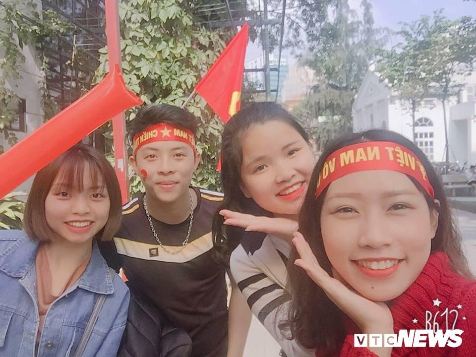Truc tiep: Sinh vien Ha thanh keo den kin hoi truong co vu U23 Viet Nam hinh anh 4