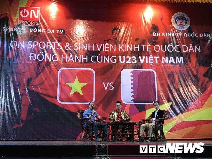 Truc tiep: Sinh vien Ha thanh keo den kin hoi truong co vu U23 Viet Nam hinh anh 13