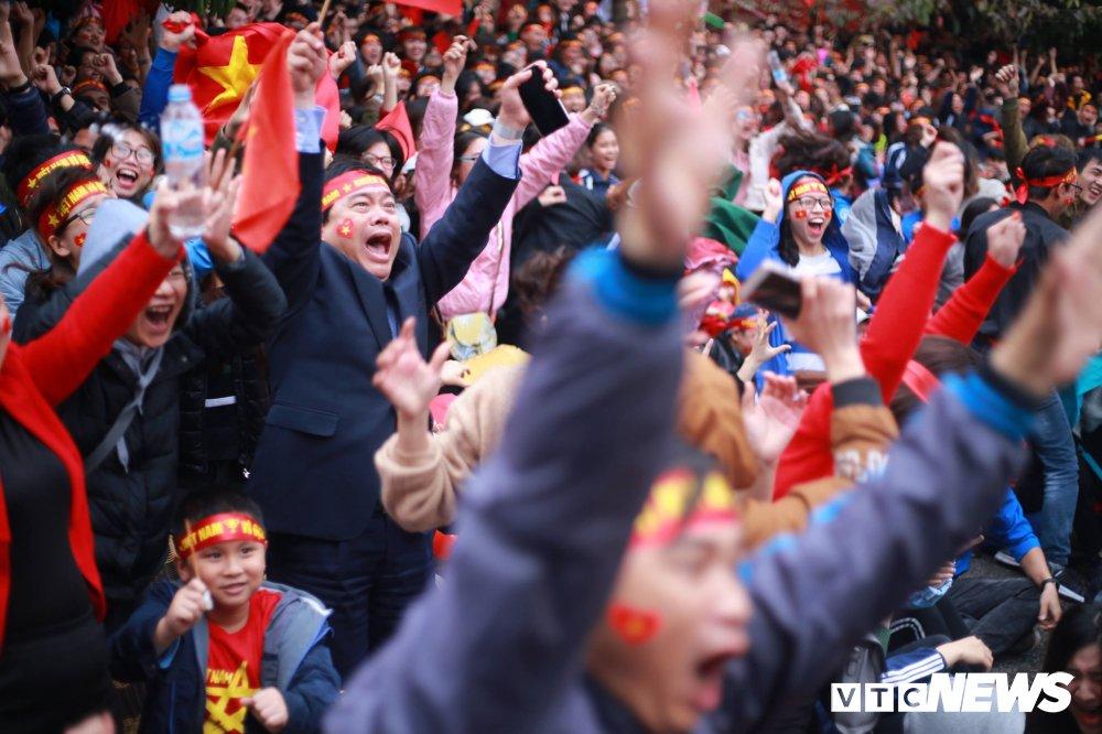 Truc tiep: Khong khi xem tran chung ket U23 Viet Nam - U23 Uzbekistan tren ca nuoc hinh anh 30