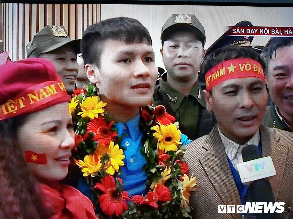 Truc tiep le don U23 Viet Nam ve nuoc: Khong khi soi dong chua tung co hinh anh 78