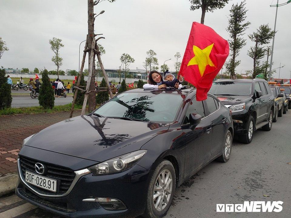 Truc tiep le don U23 Viet Nam ve nuoc: Khong khi soi dong chua tung co hinh anh 107