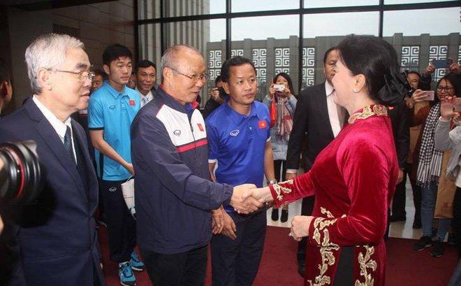 Chu tich QH Nguyen Thi Kim Ngan: 'Cac cau thu U23 lam rung dong trieu trai tim nguoi Viet' hinh anh 3