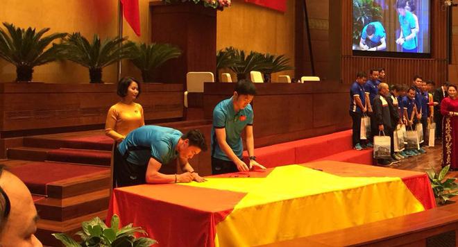 Chu tich QH Nguyen Thi Kim Ngan: 'Cac cau thu U23 lam rung dong trieu trai tim nguoi Viet' hinh anh 2