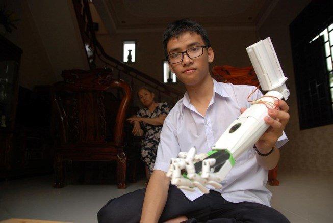 Nam sinh che tao canh tay robot la ung vien Guong mat tre Viet Nam tieu bieu 2017 hinh anh 2