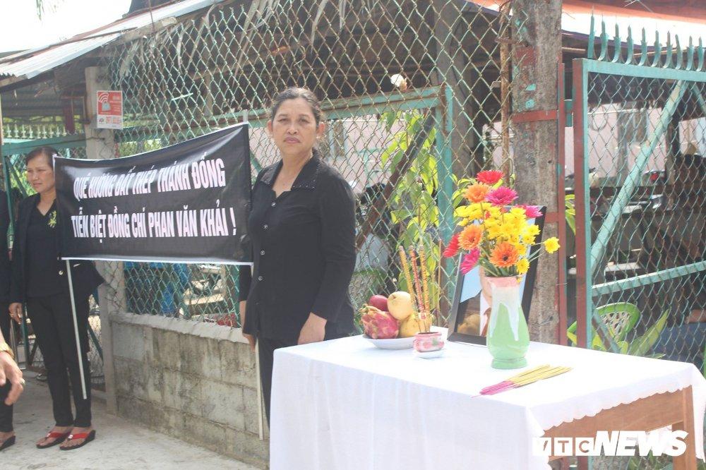 Ba con que nha xep hang tu sang som don nguyen Thu tuong Phan Van Khai ve voi dat me Cu Chi hinh anh 18