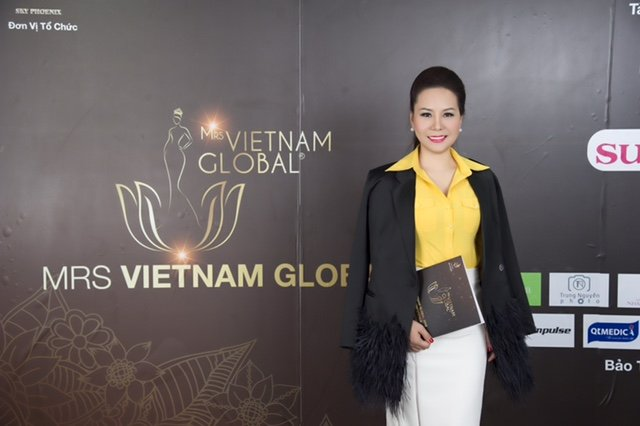 Nu hoang Kim Chi rang ro ngoi 'ghe nong' cung dao dien Le Cung Bac hinh anh 5