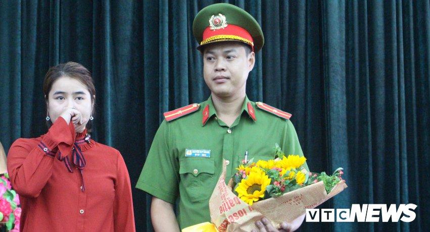 Canh sat Phong chay chua chay xuc dong nhan loi tri an cua cu dan Carina hinh anh 3