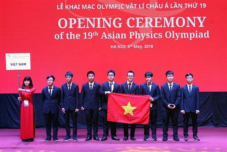 Viet Nam gianh 4 Huy chuong Vang Olympic Vat li chau A nam 2018 hinh anh 1