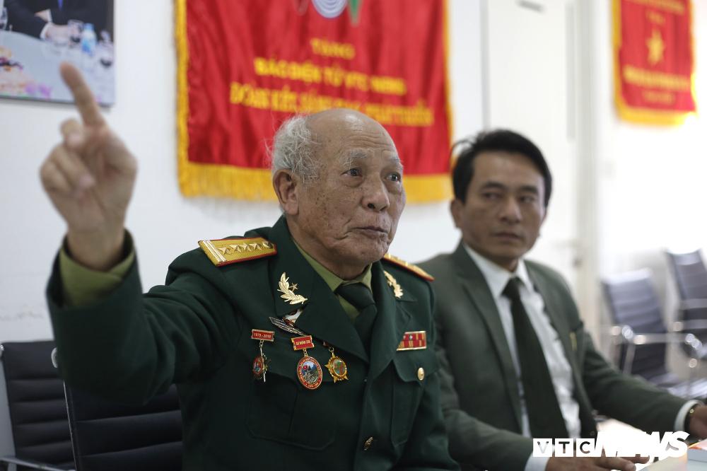 Cuộc hạnh ngộ như mơ từ bức ảnh 'biểu tượng nhất' cuộc chiến chống Trung Quốc xâm lược - 4