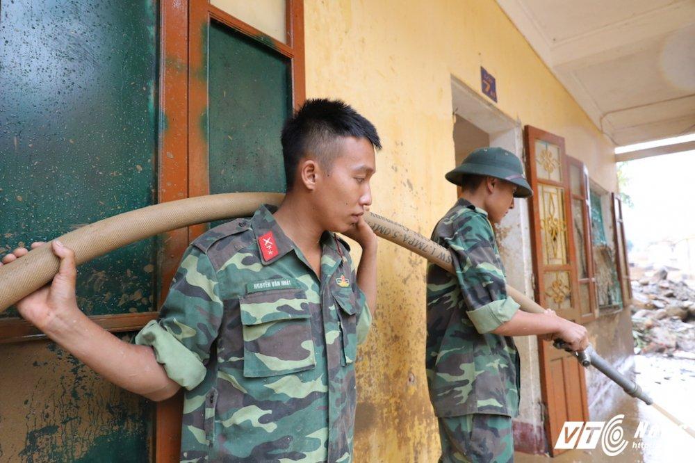 Anh: Hon 2.000 nguoi ngay dem tim kiem nguoi mat tich sau lu khung khiep o Mu Cang Chai hinh anh 6