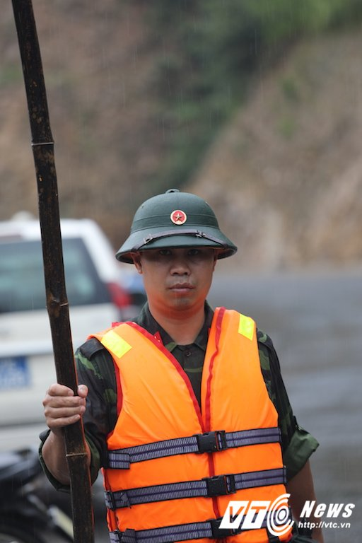 Anh: Hon 2.000 nguoi ngay dem tim kiem nguoi mat tich sau lu khung khiep o Mu Cang Chai hinh anh 5