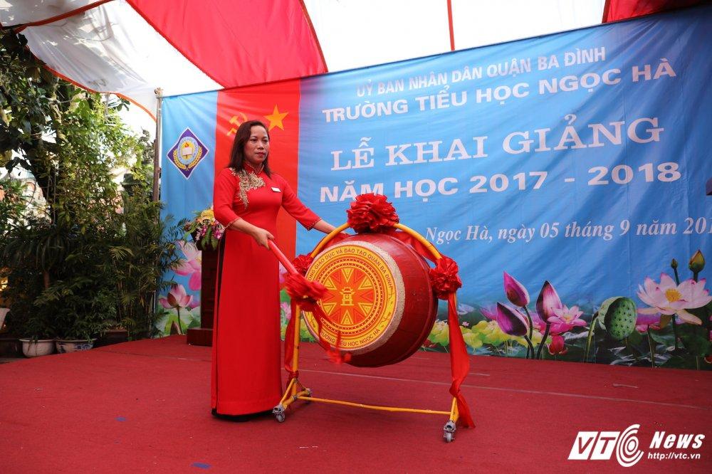 PTT Vu Duc Dam: 'Dai bieu phai chao don hoc sinh thay vi hoc sinh phai vay chao trong ngay khai giang' hinh anh 4