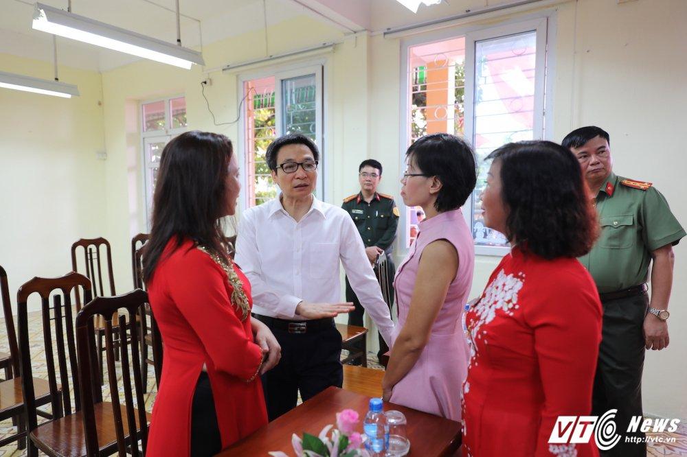 PTT Vu Duc Dam: 'Dai bieu phai chao don hoc sinh thay vi hoc sinh phai vay chao trong ngay khai giang' hinh anh 13