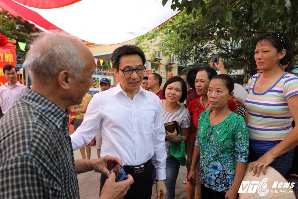 PTT Vu Duc Dam: 'Dai bieu phai chao don hoc sinh thay vi hoc sinh phai vay chao trong ngay khai giang' hinh anh 10