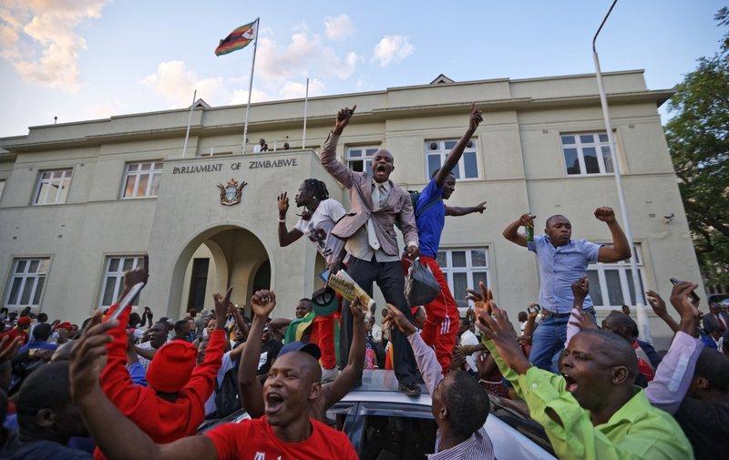 Nhan dan Zimbabwe vo oa sung suong chao mung dat nuoc moi hinh anh 1