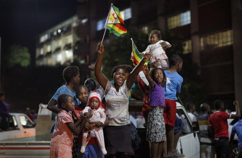 Nhan dan Zimbabwe vo oa sung suong chao mung dat nuoc moi hinh anh 2