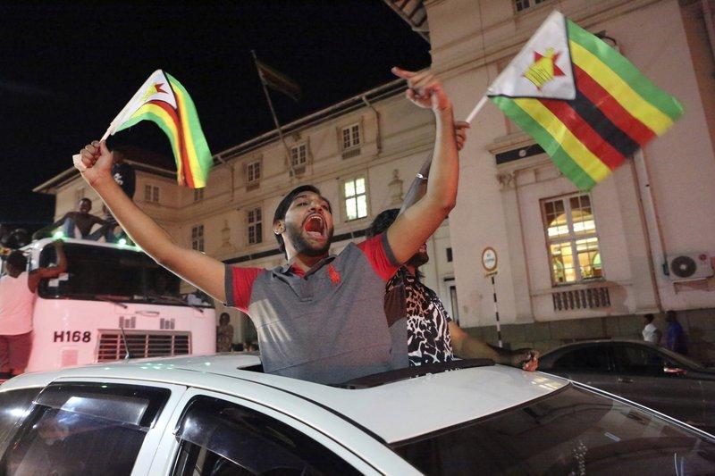 Nhan dan Zimbabwe vo oa sung suong chao mung dat nuoc moi hinh anh 4