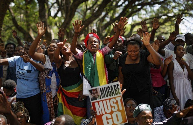 Nhan dan Zimbabwe vo oa sung suong chao mung dat nuoc moi hinh anh 8
