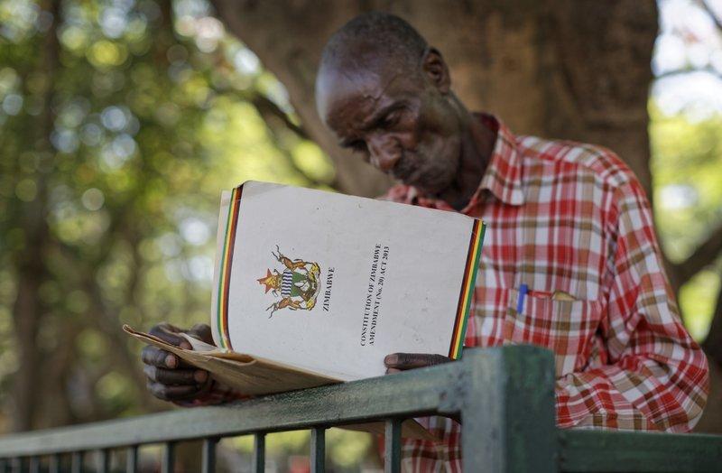 Nhan dan Zimbabwe vo oa sung suong chao mung dat nuoc moi hinh anh 9