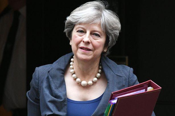 Canh sat Anh pha am muu am sat Thu tuong Theresa May bang bom tu che o London hinh anh 1