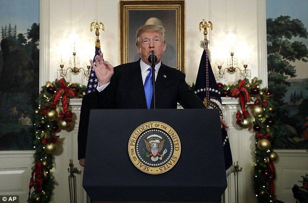Ro tin ong Trump gap van de suc khoe sau bai phat bieu roi rac, ngat quang hinh anh 1