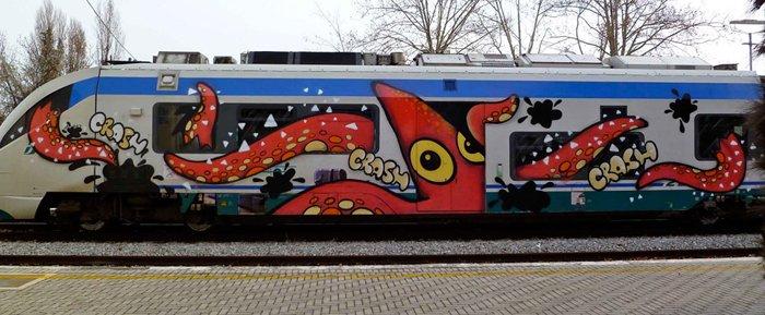 Anh: Nhung tac pham graffiti an tuong tren cac toa tau khap the gioi hinh anh 5