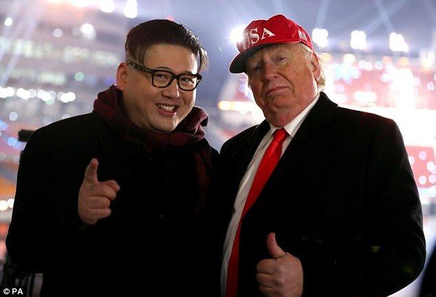 Video: Ban sao ong Trump, ong Kim Jong-un xuat hien ben le The van hoi mua dong 2018 hinh anh 2
