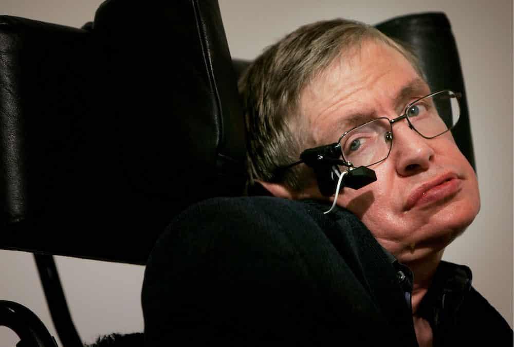 Stephen Hawking tien doan su ket thuc cua Trai dat 2 tuan truoc khi chet hinh anh 1