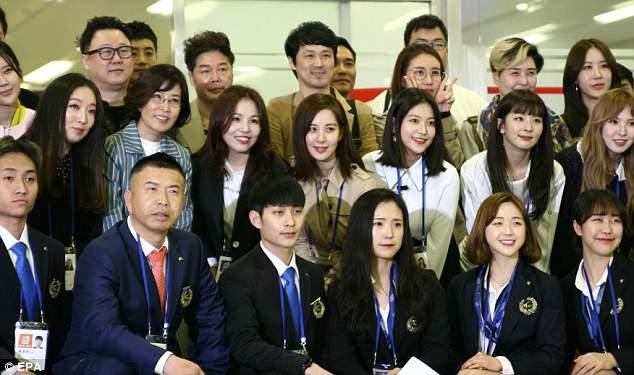 Video, anh: Lanh dao Trieu Tien Kim Jong-un xem nghe sy Kpop bieu dien hinh anh 4
