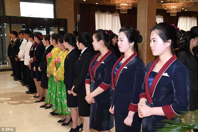Video, anh: Lanh dao Trieu Tien Kim Jong-un xem nghe sy Kpop bieu dien hinh anh 5