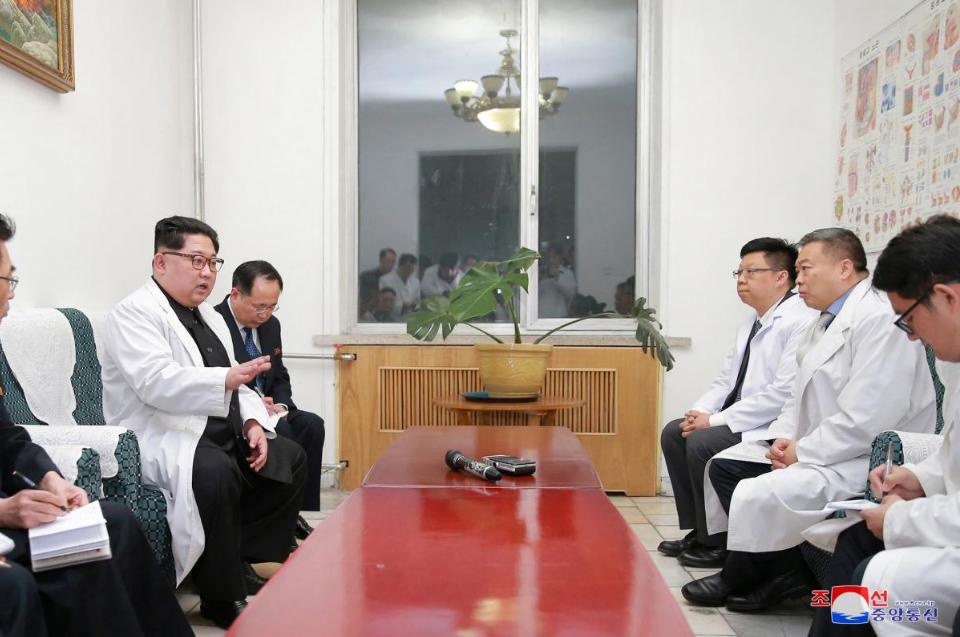 Ong Kim Jong-un tham Dai su quan Trung Quoc sau tai nan tham khoc lam 36 nguoi chet hinh anh 3